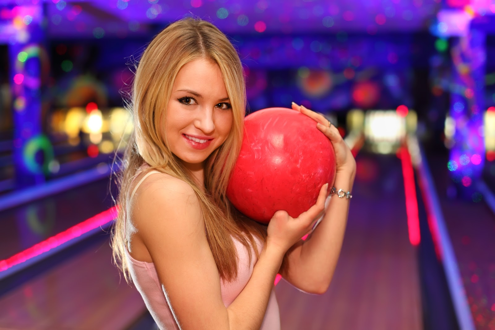 attractions for all ages | glow bowling | galactic glow bowling | super bowl family entertainment center | appleton, wi
