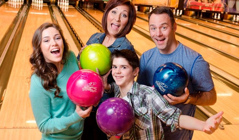 family bowling | affordable family outings | affordable family fun | bowling appleton | appleton, wi | super bowl family entertainment center