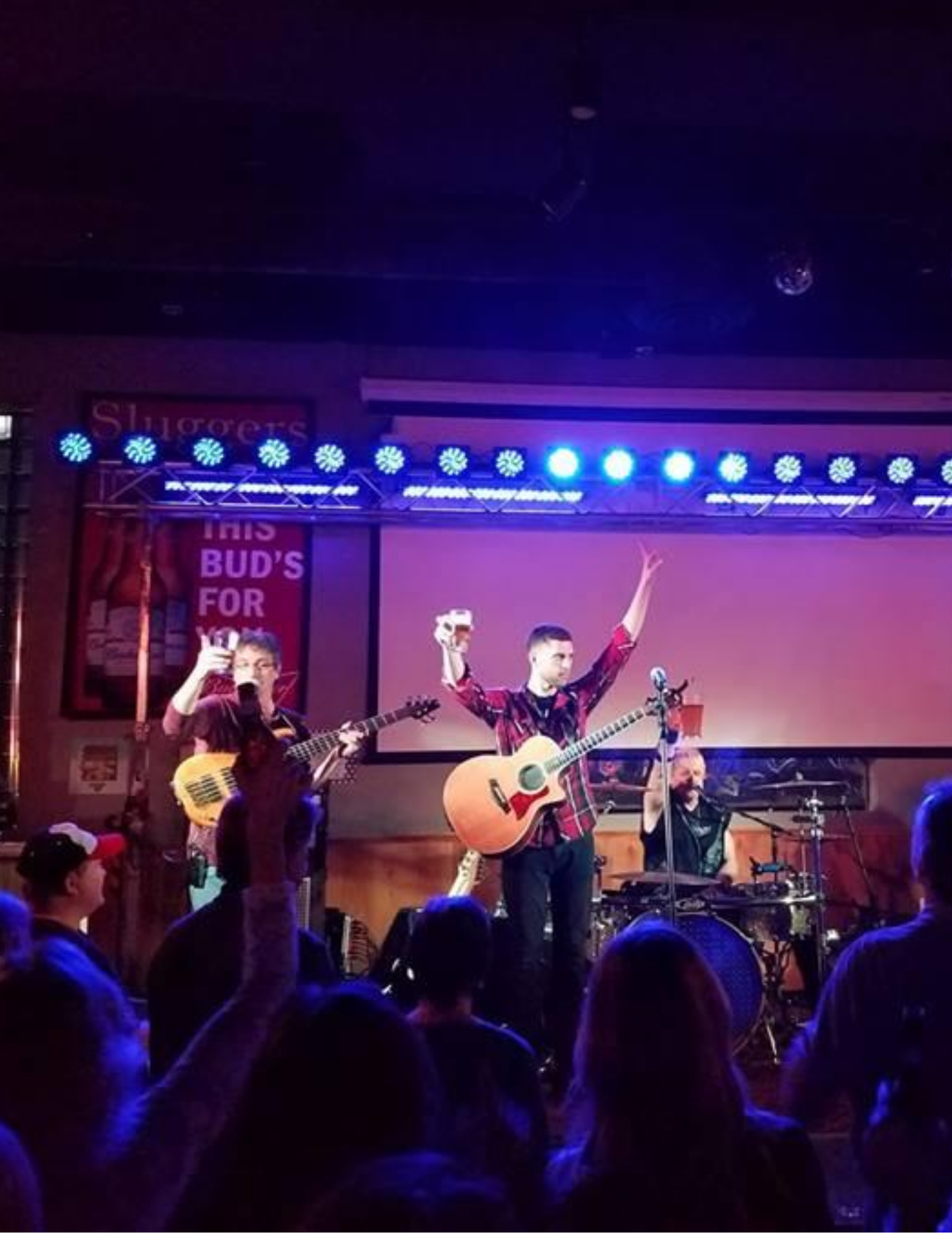live entertainment at sluggers | live music at sluggers | sluggers sports bar & grill | located inside super bowl entertainment center | appleton, wi